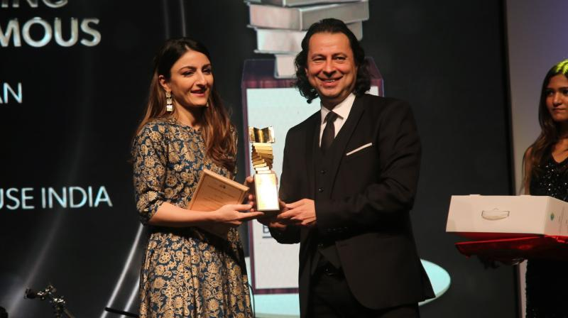 For the first time in the history of Crossword Book Awards, a celebrity dialogue between Gaur Gopal Das and Soha Ali Khan was organised.