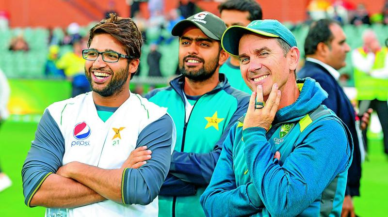 Australia coach Justin Langer with Pakistan players Imam-ul-Haq (left) and Babar Azam at the post-match ceremony.   (AFP)