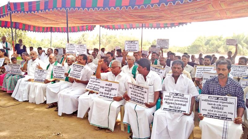 Members of Cauvery Urimai Meetpu Kuzhu led by P.Maniarasan are on a sit-in  agitation against proposed hydrocarbon project at Nadu Cauvery near Thanjavur on Tuesday.  (Photo: DC)