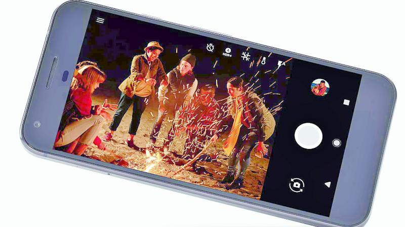 It runs on a Snapdragon 821 Quad-Core processor with 4 GB RAM.
