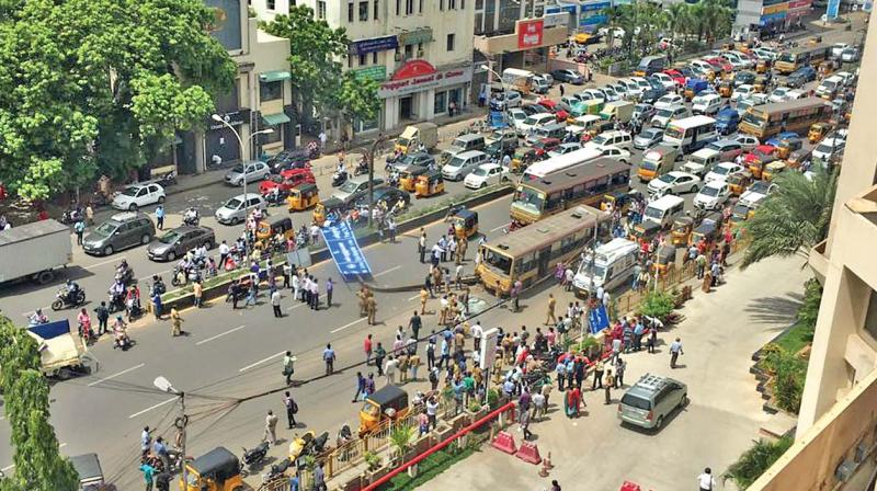 Tamil Nadu: 12 passengers injured as bus rams into signage board pole