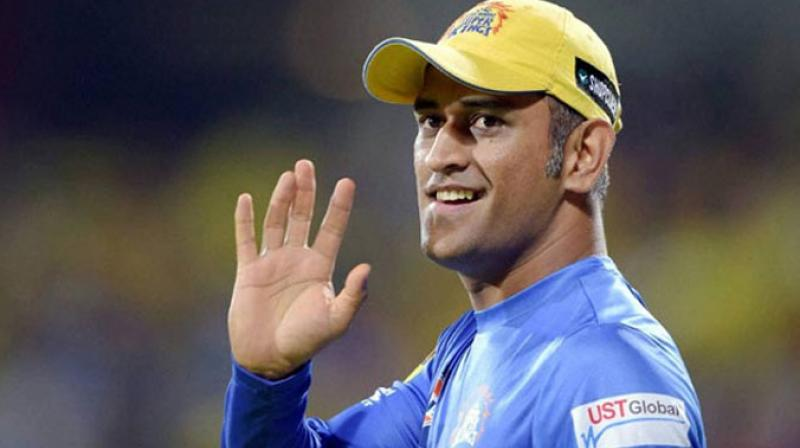 Pune Groundstaff gesture towards MS Dhoni is winning the Internet