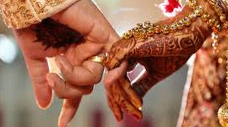 Fasting is a trend that seems to be catching up among young urban men who do not believe that it's a compulsion for their wife to observe a Karwa Chauth. (Photo: ANI)
