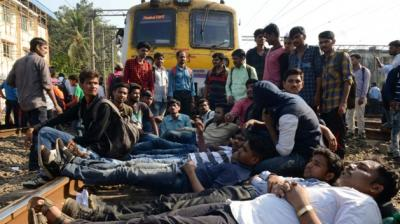 Mumbai-Students of All India Railway Act Apprentice Association stage blockade demanding jobs in railway sector near Dadar and Matunga. (Photos: Rajesh Jadhav)