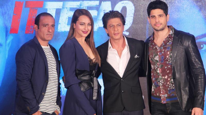 'Ittefaq' stars Sidharth Malhotra, Sonakshi Sinha, and Akshaye Khanna with producer Shah Rukh Khan.