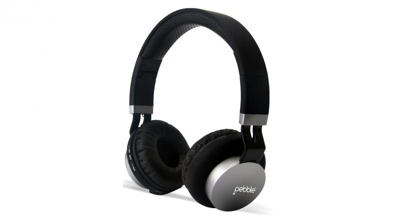 The headphone comes with Bluetooth 4.0, 40mm sound drivers, inbuilt microphone, and 3.5mm port for wired connectivity.
