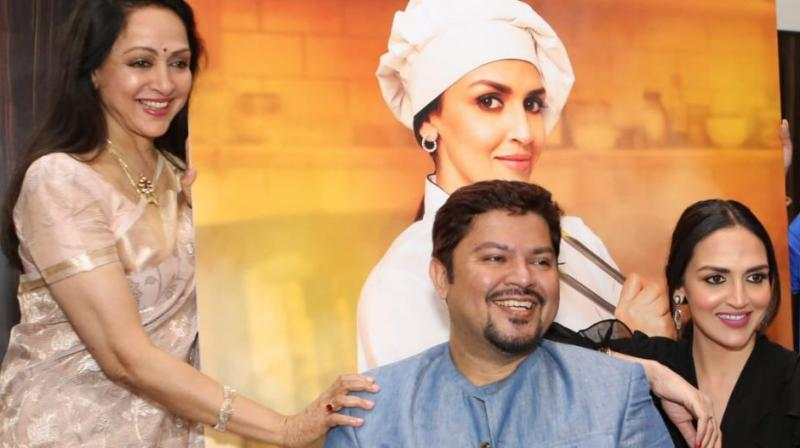 Hema Malini and Esha Deol with 'Cakewalk' director Ram Kamal Mukherjee.