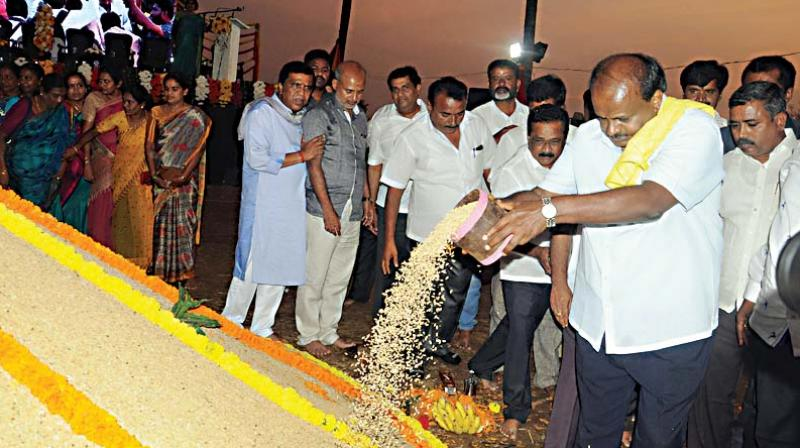 Chief Minister H.D. Kumaraswamy inaugurates  a harvest festival in Mandya district on Friday