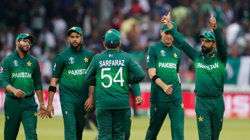 As soon as South Africa were starting to gain an upper hand in the match, Pakistan got the breakthroughs of de Kock (47) and Aiden Markram (7). (Photo: AFP)
