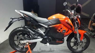 Revolt Motors has finally unveiled its maiden electric bike, the RV 400. In fact, when the deliveries begin next month, it will become the first electric motorcycle to go on sale in India. There's no word on the price yet, but we expect it to cost around Rs 1 lakh (on-road). At this price, the RV 400 would be one heck of a deal considering that it is loaded with features. Here's a closer look at the electric motorcycle in detailed images. (Source: BikeDekho.com)