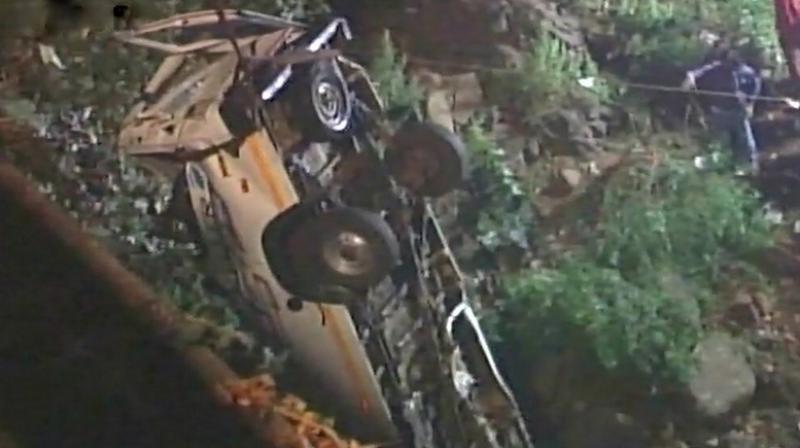 Bus falls into Maharashtra river, 13 dead