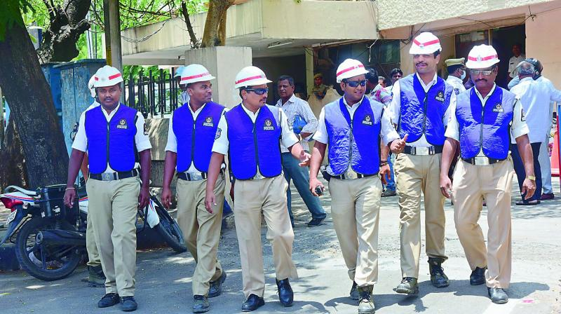 Hyderabad traffic police personnel wearing the new cooling vests given to them to cope up with the intense summer heat. (Photo: DC)