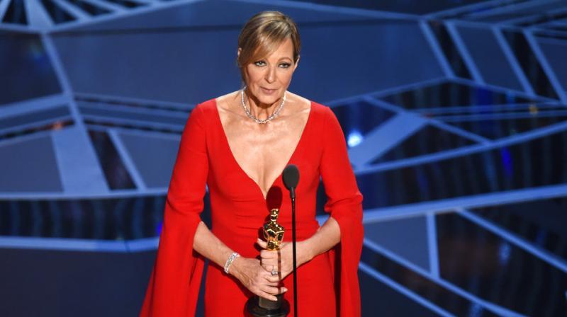 Nicole Kidman Crashed Sandra Bullock's Oscars 2018 Red Carpet Interview
