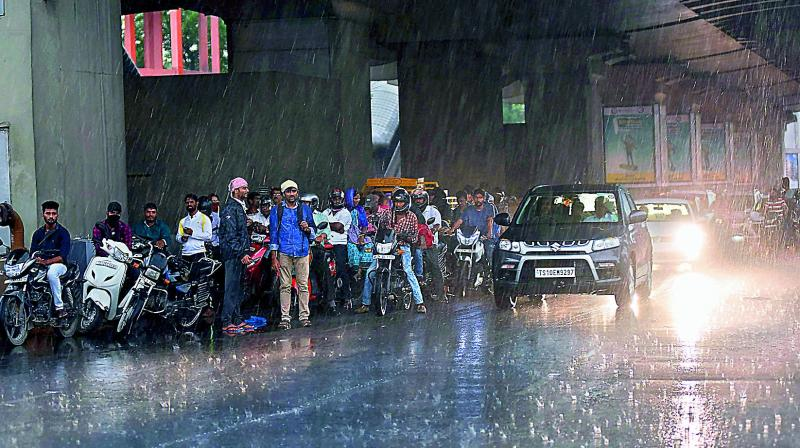 BMC administration has taken a number of precautionary measures to tackle any eventuality in view of extremely heavy rainfall warning by the IMD from June 9 to 11.  (Photo: File)