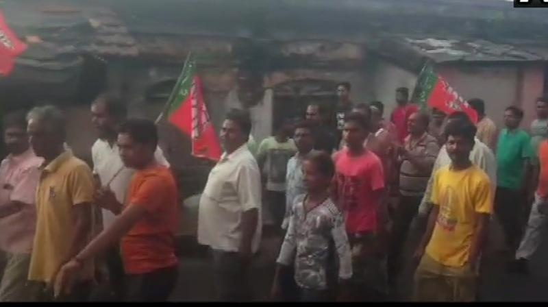 The BJP activists on Monday put up road blockades and squatted on railway tracks at multiple places in West Bengal's North 24 Parganas as part of the 12- hour bandh called by the party in protest against alleged attacks on its leaders, police said. (Photo: Twitter/ ANI)