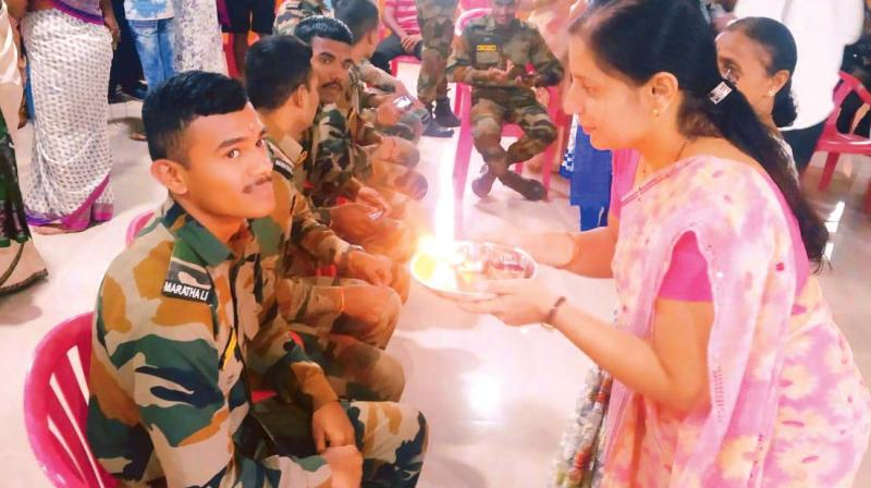 Jawans being given farewell.