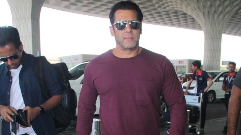 Salman Khan at airport, before leaving to Chandigarh for Bharat shoot.