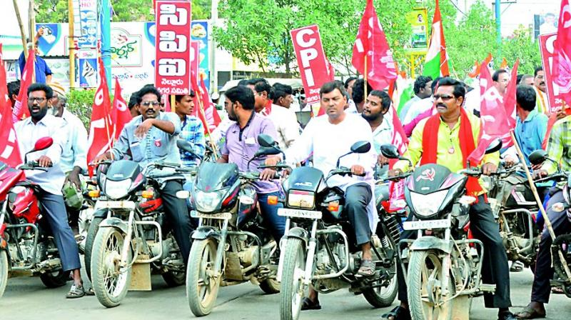Communist party activists seen participating in bandh for special status in Nellore city on Friday.