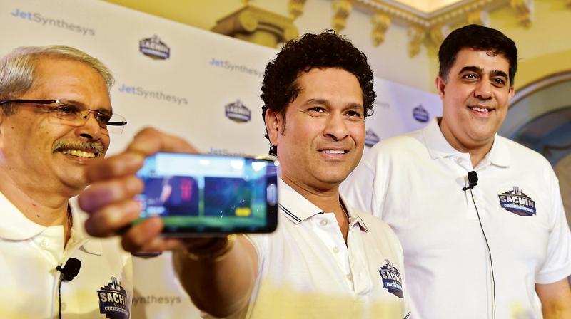 Cricket legend Sachin Tendulkar (C) along with non-executive Chairman, JetSynthesys  Kris Gopalakrishnan (L), and  Vice Chairman and Managing Director, JetSynthesys.Rajan Navani at the launch of Sachin Saga  Cricket game in Bengaluru on Thursday —DC