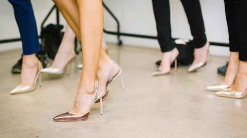 UK law allows companies to proscribe dress code for its employees, but the firms must not discriminate against women in doing so. (Photo: Pixabay)