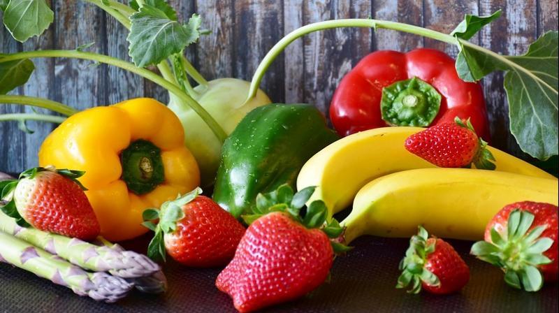 Eating raw vegetables, fruits keeps depression at bay. (Photo: Pixabay)