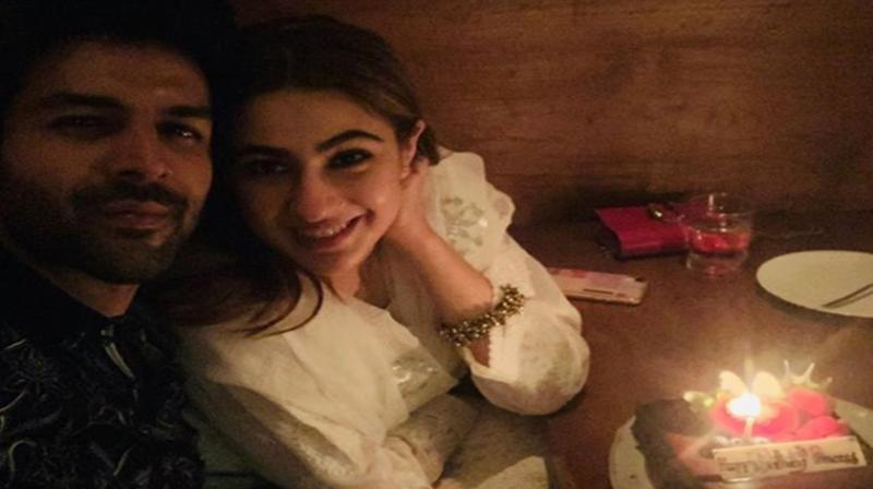 Kartik Aryan, Sara Ali Khan Loved-Up Pics Are Simply Adorable (Check)