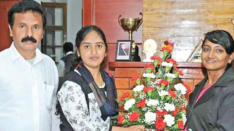 Bharathi Mandesh felicitated  by Innocent Divya, Collector of Nilgiris, recently. (Photo: DC)