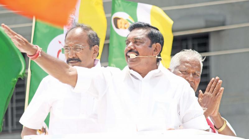 CM Edappadi K Palaniswami campaigns in Namakkal on Thursday. (Photo: DC)