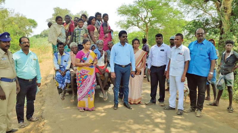 The rescued families being taken to the Papanasam Taluk office.(Photo: DC)
