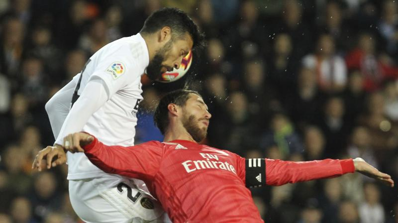The result extended Valencia's unbeaten streak to 12 league matches and moved the team to fifth place in the standings, one point behind Getafe in the final Champions League spot. (Photo: AP)