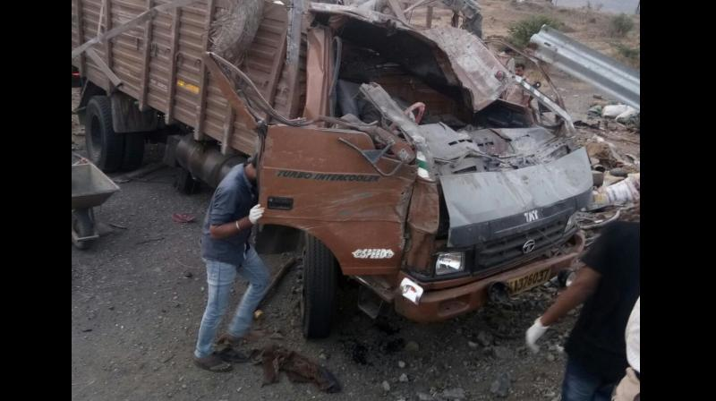 17 killed after tempo hits barricade on Pune-Satara highway