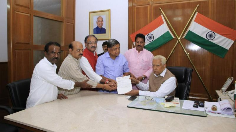 BJP Delegation consisting of Jagadish Shettar, Arvind Limbavali, Basavaraj Bommai, SR Vishwanath & N Ravikumar met Governor Vajubhai Vala earlier today & submitted a memorandum over vote of confidence.  (Photo: ANI | Twitter)