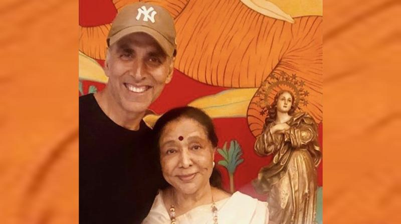 Akshay Kumar with Asha Bhosle. (Photo: Instagram)