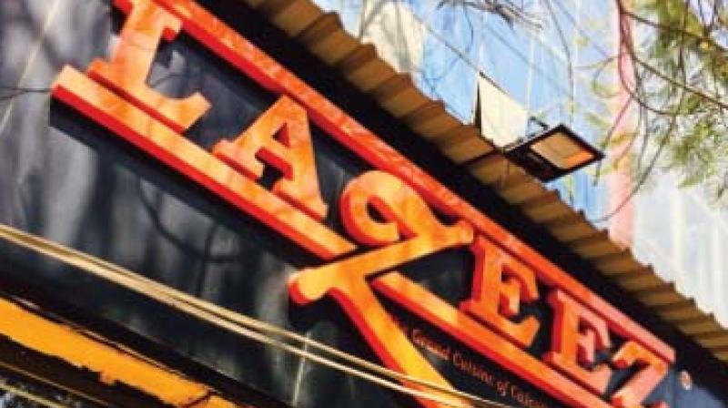 Lazeez serves rich Mughlai food done with a definite Calcutta spin, ipp my Bongoli phrends bill phorgibb me.