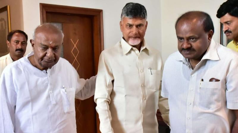 Andhra Pradesh CM Chandrababu Naidu met Gowda at his residence at Padmanabha Nagar on Thursday. (Photo: @ncbn/Twitter)