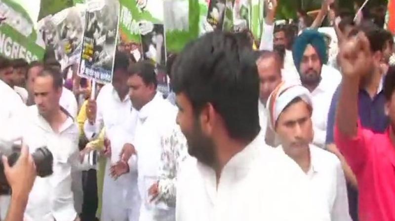 Demanding the resignations of Harsh Vardhan and Bihar Chief Minister Nitish Kumar, the protesters chanted anti-government slogans. (Photo: ANI)