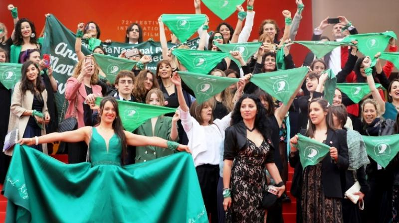 Filmmaker Pedro Almodovar and actress Penelope Cruz also supported the movement, wearing the famous green scarf, a few hours before this mobilisation, according to photos published by The Family Planning and the Women's Foundation on social networks. (Photo: AFP)