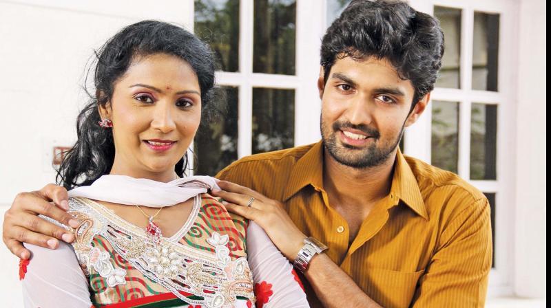 Vetri and Akrisha in Nenjil oru Oviyam