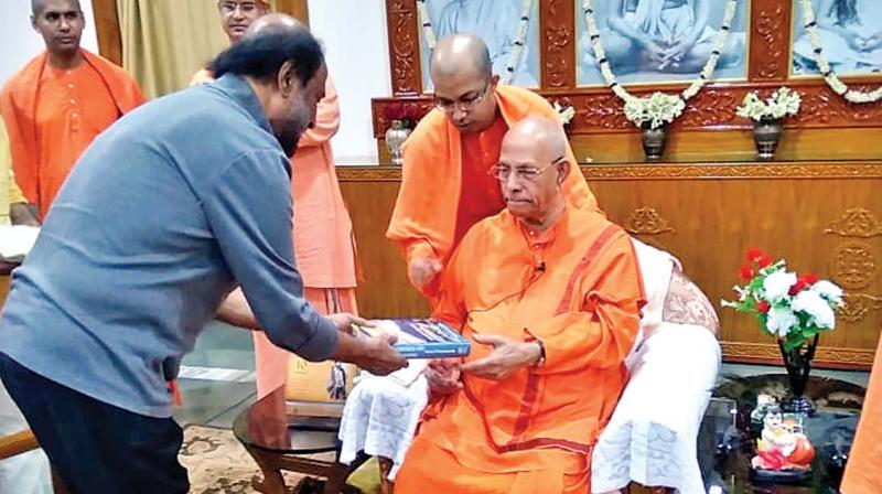 Rajinikanth paying respects to Swami Smaranananda Maharaj at Belur Math.