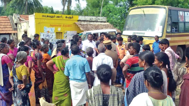 Nerur residents resorted to road roko at Nerur on Monday, demanding adequate water supply. (Photo: DC)