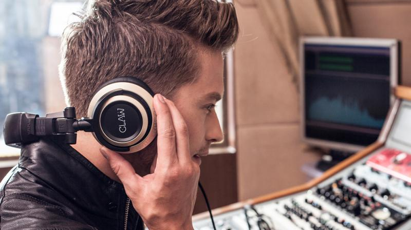 The headphone structure has been designed to maximize portability and ease of use, allowing for one ear monitoring when at the studio or during an event.
