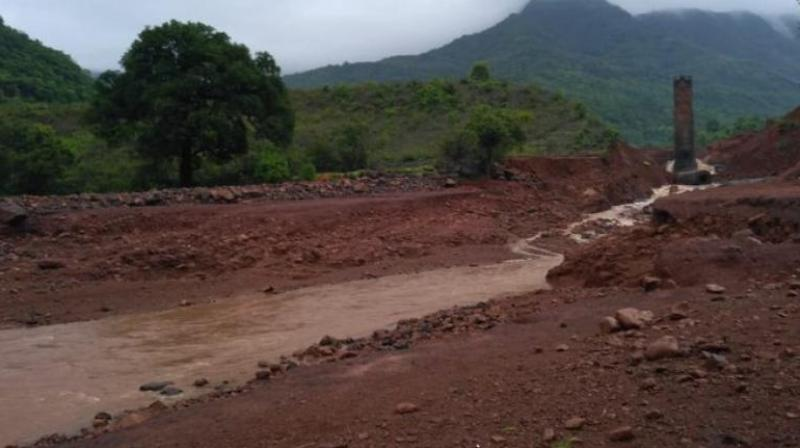 State water resources minister Girish Mahajan has admitted that locals had complained about the cracks on the wall but also said that the irrigation officials had claimed that it was repaired.
