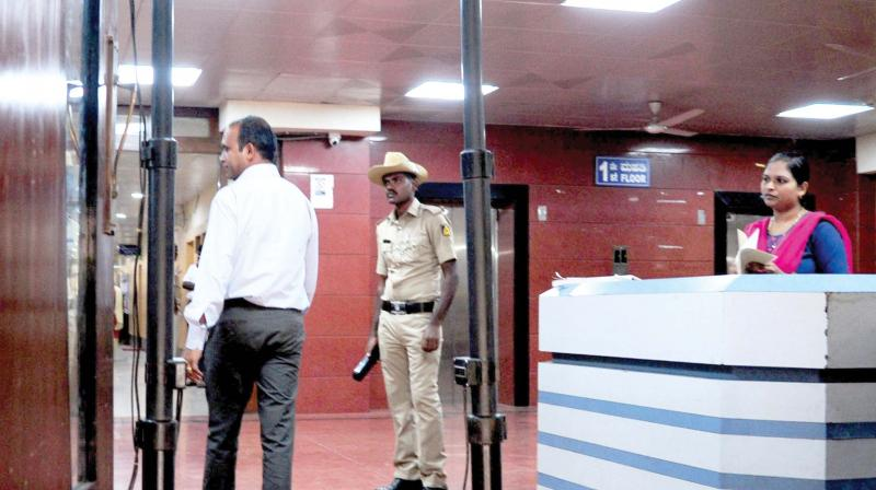New metal detector placed at Lokayukta office following attack on Lokayukat justice Vishwanath Shetty, in Bengaluru on Thursday 	—DC