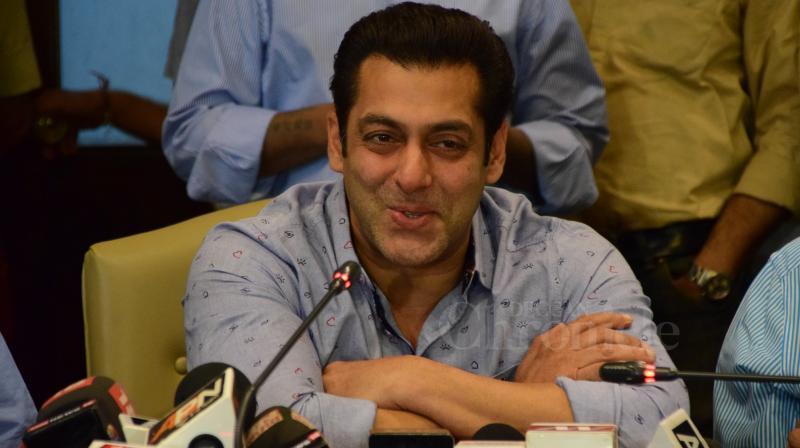 Salman Khan while speaking o the press and media. (Photo: Viral Bhayani)