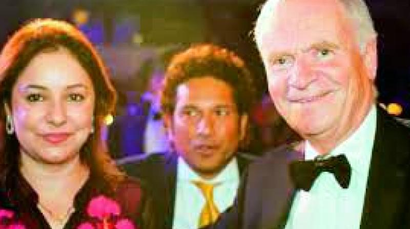 English novelist Jeffrey Archer (right) is all smiles as he poses with Indian cricket legend Sachin Tendulkar and his wife Anjali in this file photo.