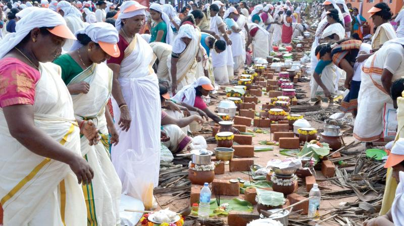 Thousands offer Pongala at Attukal Temple