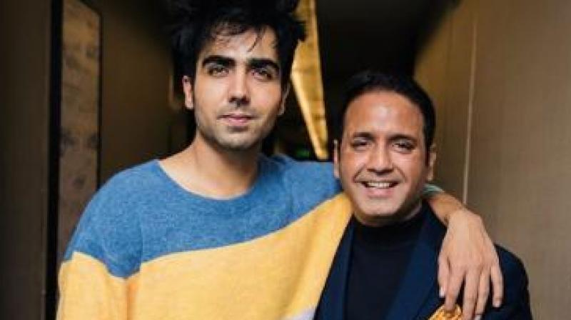 Manish Dixit with the actor.