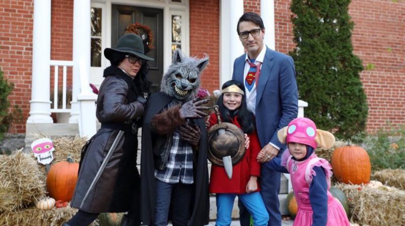 Justin Trudeau with his family dressed in Halloween costumes. (Photo  Twitter / Justin