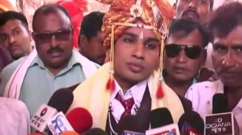 The groom, Sandeep Gawale, said that they had sent a prior approval to the Collector for getting married at the temple but the miscreants locked the gates of the temple on Thursday when the wedding was scheduled to be held. (Photo: Twitter)