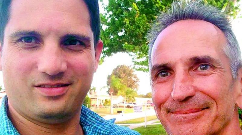 Jon O'Neill, right, poses with World War II historian Justin Taylan for a selfie in De Land, Fla. The photo was shared by Justin Taylan a year ago. (Photo: Agencies)
